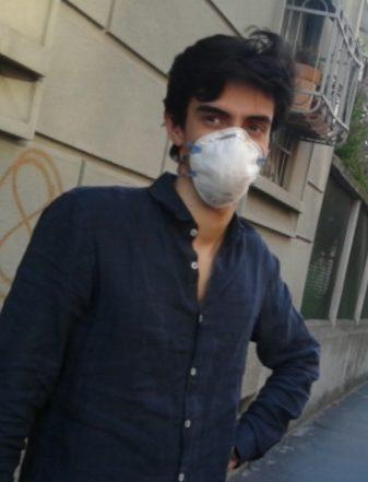Lorenzo con maschera Covid2020-05-05 21.53.38